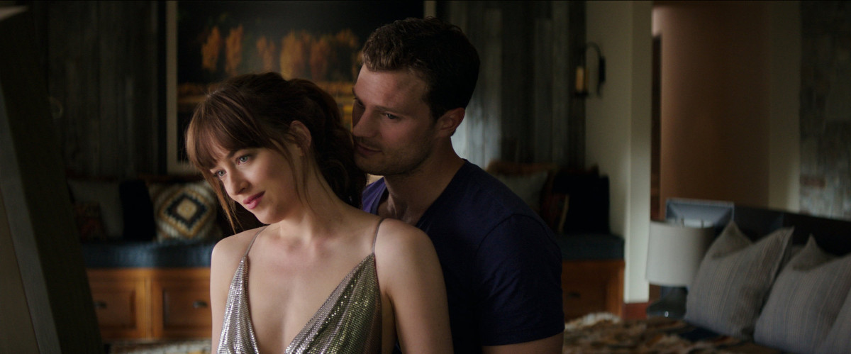 Olahraga Dakota Johnson Agar Seksi di Film Fifty Shades