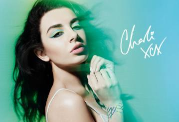 Make Up For Ever berkolaborasi dengan Charli XCX!