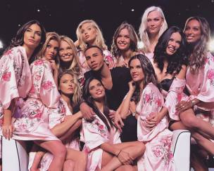 Intip Penampilan Para Angels di VS Fashion Show 2017