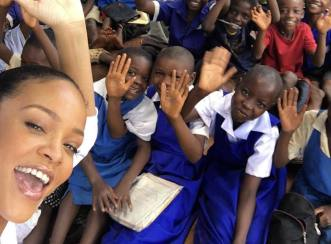 Rihanna Dinamakan Humanitarian of the Year oleh Harvard