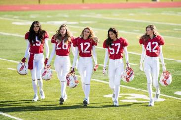 Victoria Secret's Angels Bintangi TV Komersial Super Bowl