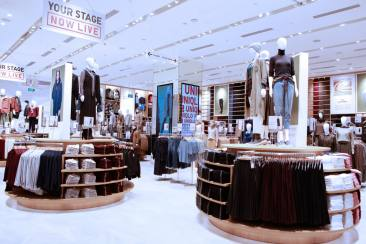 Yang Menarik di Uniqlo Global Flagship Store Singapore