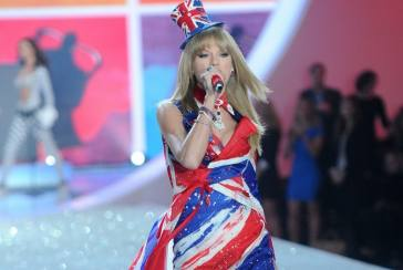 Taylor Swift Warnai Victoria's Secret Fashion Show