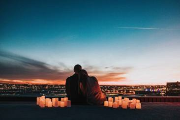 6 Zodiak yang Paling Kuat Long Distance Relationship