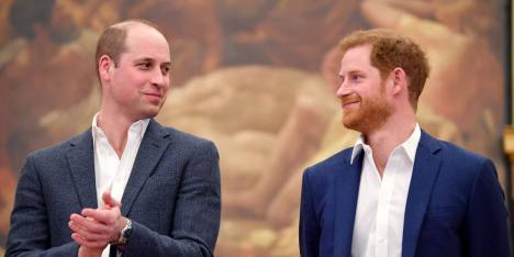 Prince William & Harry Bagi Rata Memorial Fund Putri Diana