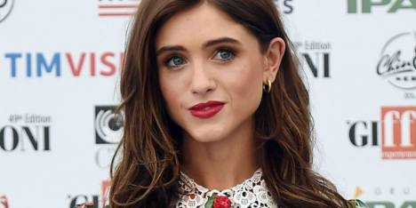 Produk Makeup Favorit Bintang Stranger Things, Natalia Dyer